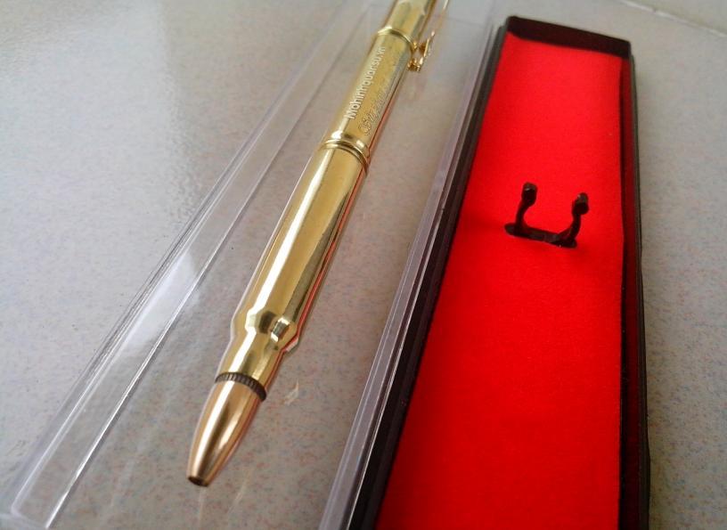 Bút làm bằng vỏ đạn K54, Ar15 khắc tên lên thân