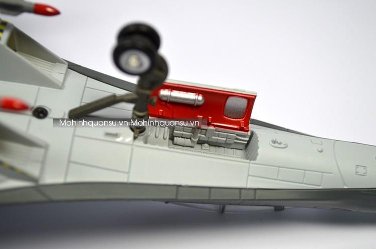 Mô hình máy bay Su30 MKK với các chi tiết càng trước mô phỏng