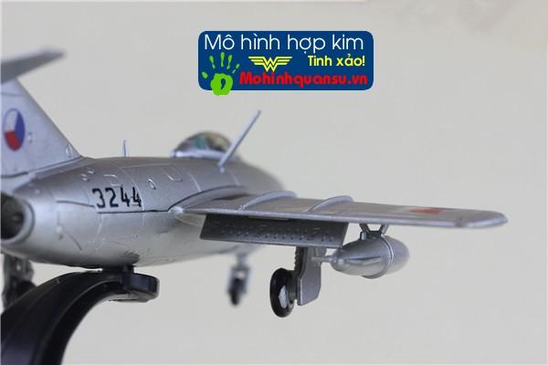 Mô hình máy bay Mig-15 bằng hợp kim