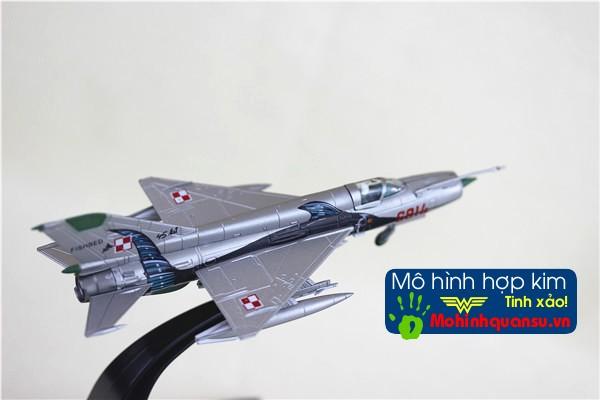 Mô hình máy bay Mig-21 được làm từ hợp kim rất tinh xảo và đẹp mắt
