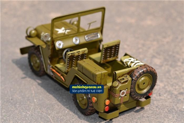 Mô hình xe Jeep có chiều dài 39cm được làm hoàn toàn từ thép và hợp kim kẽm